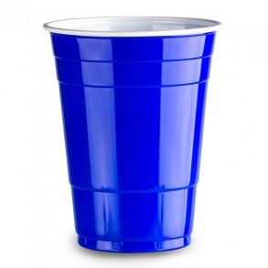 Blue cups når du spiller beer pong er et must