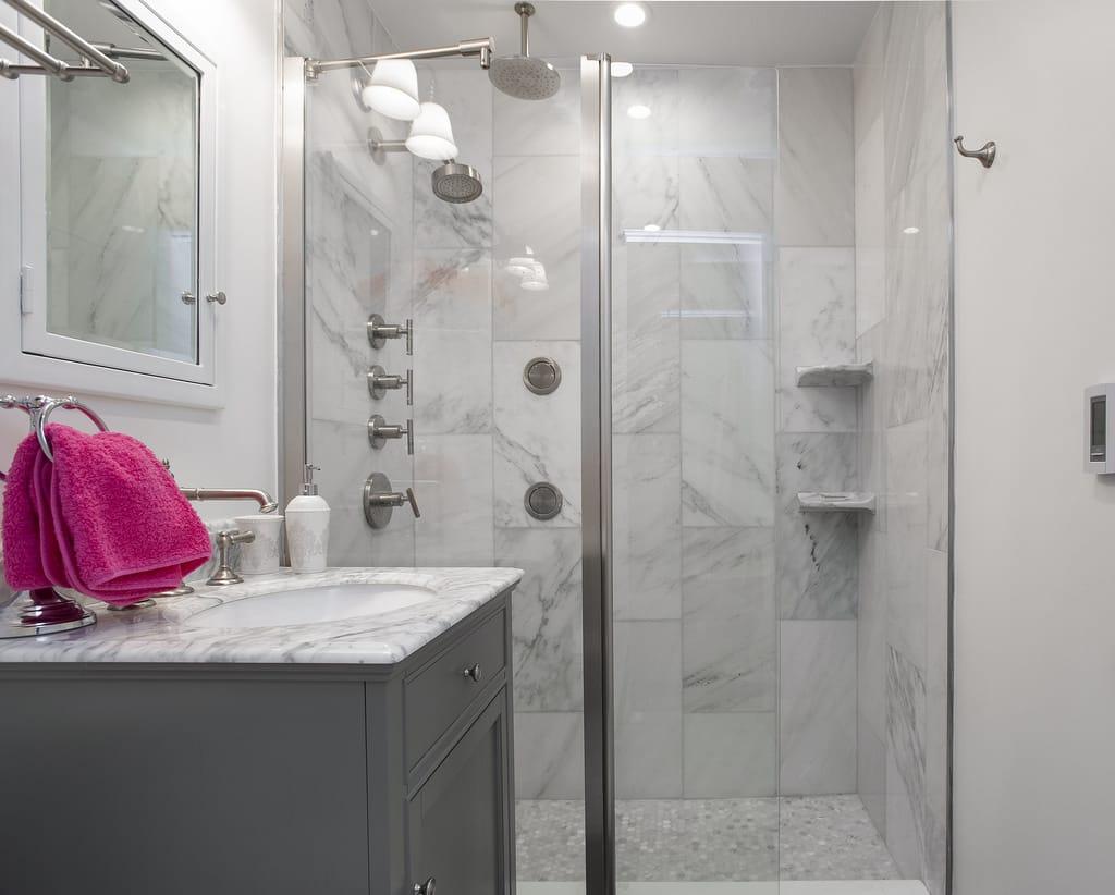 Sådan giver du dit badeværelse en hurtig opdatering